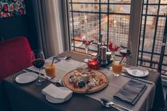Romantisches Abendessen für zwei stockbild