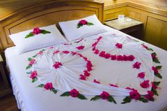 Romantisches Bett stockfotos