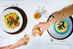 Romantisches Dattel-Toast-Feier-Partei-Konzept Lizenzfreie Stockfotografie