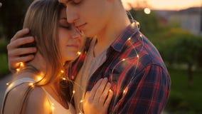 Romantisches Datum der Liebesbeziehungspaar-Stra?e stock video