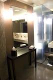 Romantisches fantastisches Hotelbadezimmer stockbild