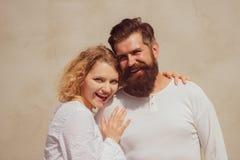 Romantisches Porträt eines sinnlichen Paares in der Liebe Frech und leidenschaftlich Sinnlicher Kuss Sinnliches Verh?ltnis Sch?n stockbilder