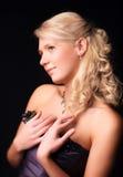 Romantisches Portrait der jungen blonden Frau lizenzfreie stockbilder
