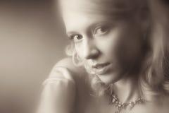 Romantisches Portrait der jungen Frau Stockbild
