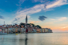 Romantisches Rovinj ist eine Stadt in Kroatien aufstellte auf dem adriatischen Nordmeer, das auf der Westküste der Istrian-Halbin Stockbild