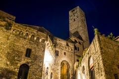 Romantisches toscany San Gimignano bis zum Nacht lizenzfreie stockbilder