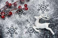 Romantisches Weihnachtsfestlicher Hintergrund mit Rotwild Lizenzfreies Stockfoto