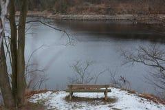 Romantisk bänk i naturen, dag för St-valentin` s Fotografering för Bildbyråer