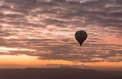Romantisk ballong för varm luft för resa Fotografering för Bildbyråer