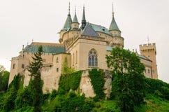 Romantisk Bojnice slott, Slovakien Arkivfoto
