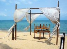 Romantisk canopy på stranden Arkivbilder