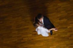 Romantisk dans, genom att gifta sig par Arkivfoton