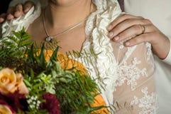 Romantisk förälskelse 31 för symboler för förbindelseparbröllop Arkivfoto