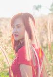 Romantisk flicka för skönhet utomhus arkivbild