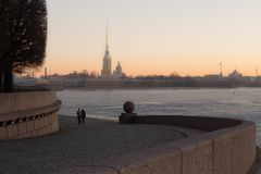 Romantisk gryning i St Petersburg arkivfoto