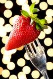 Romantisk jordgubbe på en silvergaffel Fotografering för Bildbyråer