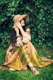 Romantisk kvinna i trädgård Royaltyfri Fotografi