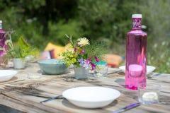 Romantisk picknicktabell Arkivfoton