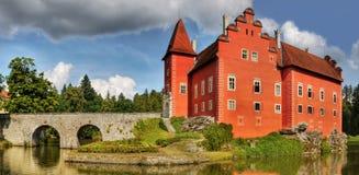 Romantisk röd slottCervena Lhota gränsmärke Fotografering för Bildbyråer