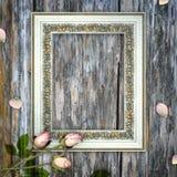 Romantisk scrapbookbakgrund med ramen Royaltyfri Bild
