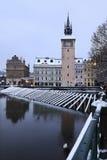 Romantisk snöig Prague för afton gammal stad ovanför floden Vltava Royaltyfria Foton