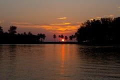Romantisk solnedgång på Phuket, Thailand arkivfoto