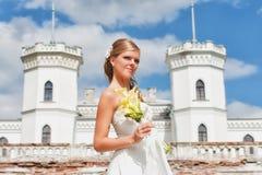 Romantisk stående av den härliga bruden Royaltyfri Foto
