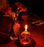 romantisk stearinljus tänd matställe fotografering för bildbyråer