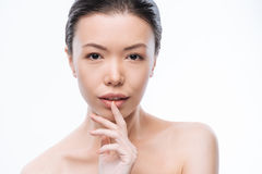 Romantisk ung koreansk kvinna som uttrycker hennes mjukhet Fotografering för Bildbyråer