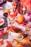 Romantisk valentindag för tabell Arkivbild
