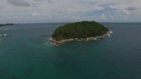 Romantisk waterscape, avslappnande ferie, från ett pilotless flygplan lager videofilmer