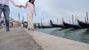 Romantiska gå Venedig arkivfilmer
