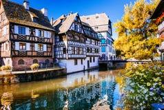 Romantiska kanaler av härliga Strasbourg, Alsace france Royaltyfri Foto