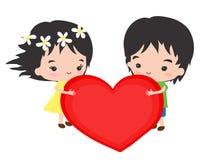 Romantiska par med en stor hjärta Arkivfoton