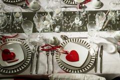 Romantiska valentin eller brölloptabellinställning Royaltyfri Foto