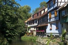 Romantiskt hörn, Kaysersberg, Alsace, Frankrike Arkivfoto