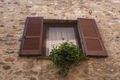 Romantiskt italienskt fönster Fotografering för Bildbyråer