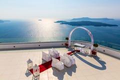 Romantiskt ställe för bröllopceremoni i den Santorini ön, Kreta, Grekland, Fira Royaltyfri Bild