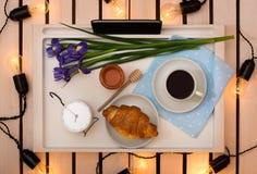 Romantyczna śniadaniowa niespodzianka dla ukochanego obrazy royalty free