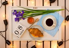 Romantyczna śniadaniowa niespodzianka dla ukochanego fotografia royalty free