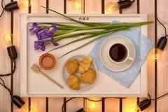 Romantyczna śniadaniowa niespodzianka dla ukochanego zdjęcie stock