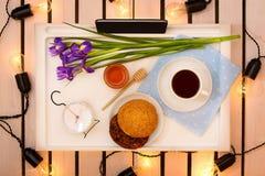 Romantyczna śniadaniowa niespodzianka dla ukochanego obraz stock