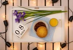 Romantyczna śniadaniowa niespodzianka dla ukochanego fotografia stock