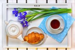 Romantyczna śniadaniowa niespodzianka dla ukochanego Pojęcie świętowanie, kobiety ` s dzień zdjęcie stock
