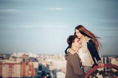 Romantyczna data na dachu obraz royalty free