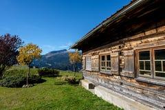 Romantyczna drewniana halna buda w Kleinwalsertal dolinie, Austria Obraz Stock