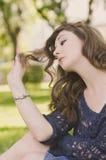 Romantyczna dziewczyna w parku Zdjęcia Royalty Free