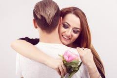 Romantyczna fotografia piękna para na białym tle Beautifu obrazy royalty free