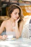 Romantyczna kawowa dziewczyna. Fotografia Stock