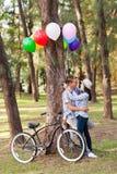 Romantyczna nastoletnia para zdjęcie stock